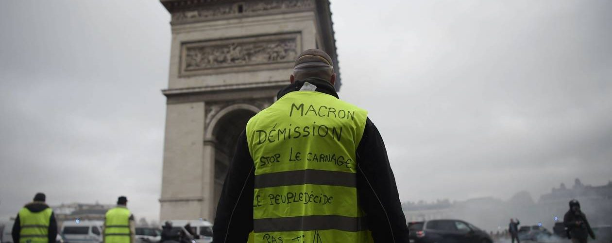 Con i gilet gialli in Francia la fine della favola Macron